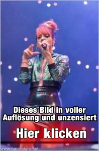 Lily Allen Upskirt auf der Bühne